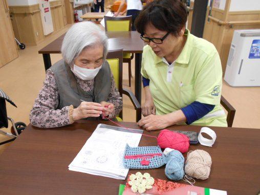 ケアホーム藤井寺の編み物教室